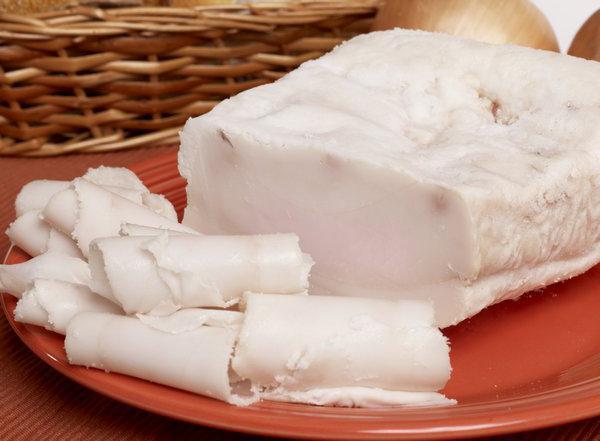 Сало соленое: польза и вред, калорийность