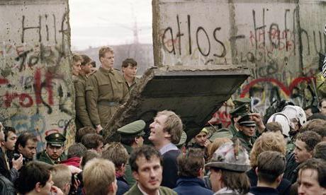 кто построил берлинскую стену