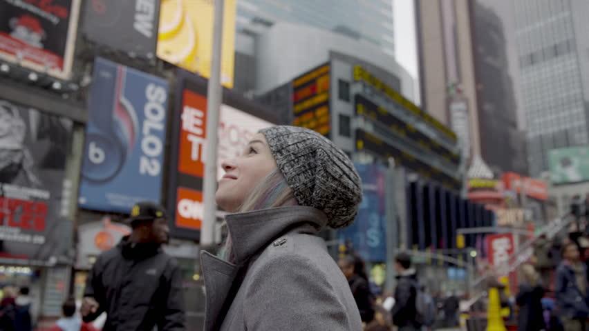 Позы стоя для фотосессии: идеи для города, на природе и в студии
