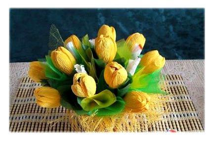 Тюльпаны из конфет и гофрированной бумаги