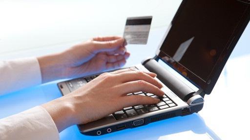 Как оплатить Ростелеком (Интернет)?</p> <p> Как оплатить Интернет банковской картой?»></p></div> <p> Итак, как оплатить «Ростелеком» через Интернет?</p> <p> Для этого вам понадобится банковская карта (кредитная или дебетовая — не имеет значения). Как совершить платёж, если у вас нет карты, расскажем позднее. <img src=