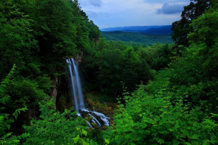 водопад в горах блу ридж