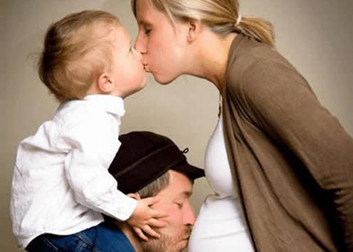 когда можно говорить знакомым о беременности