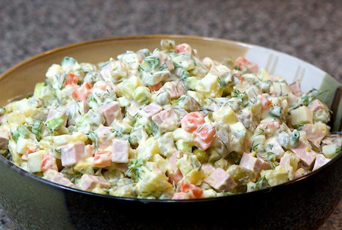 Салат оливье с говядиной кулинарный