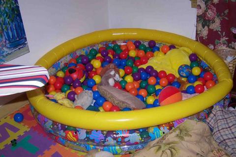 Как сделать сухой бассейн  для детей 63