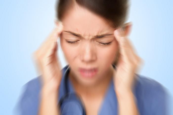 Что делать если у тебя болит голова мигрень thumbnail