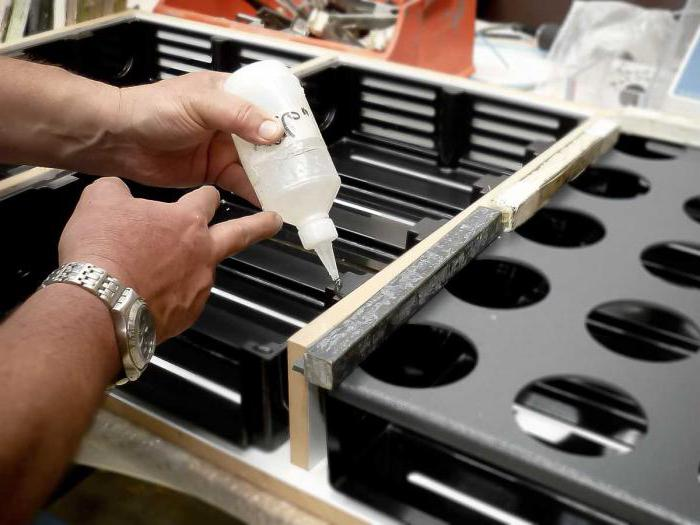 Чем можно обезжирить пластиковую поверхность