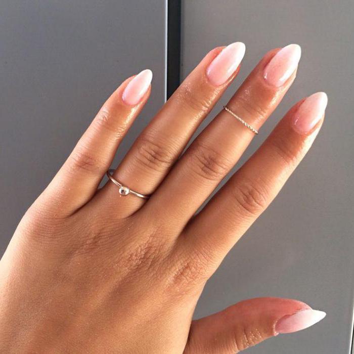 французский маникюр с дизайном на короткие ногти