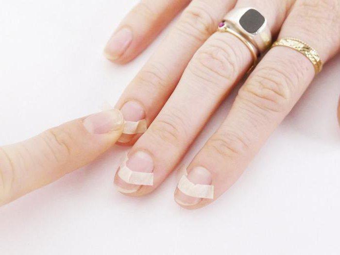 дизайн ногтей французский маникюр со стразами
