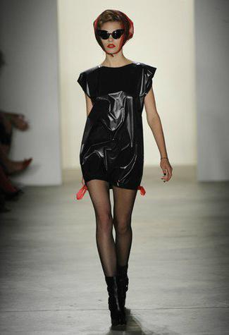 сделать платье из мусорных пакетов