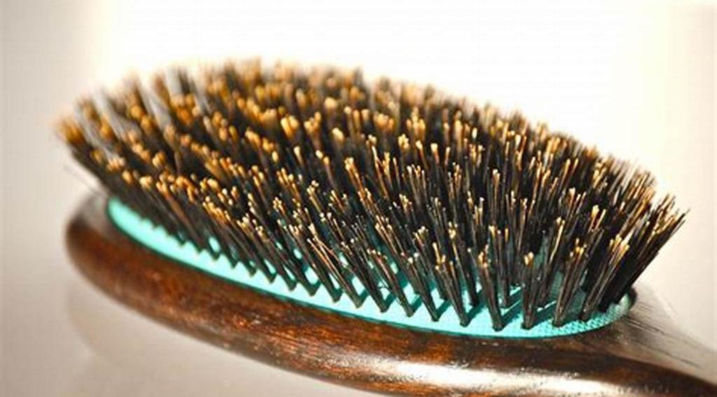 Аромарасчесывание волос: инструкция, советы по подбору масла