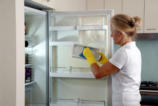 почему холодильник не холодит а морозилка работает