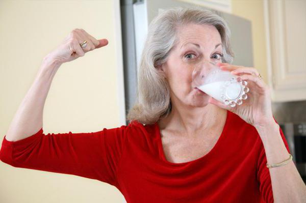 osteoporosis in women Raloxifene has a demonstrated ability to reduce vertebral fracture risk in postmenopausal women who have osteoporosis regardless of the presence of prevalent.