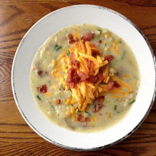 Картофельный суп-пюре с гренками: восхитительный обед!