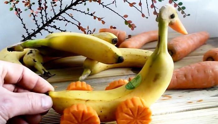 поделка из банана дельфина