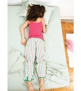 Почему нельзя спать на животе? Чем опасна такая поза?