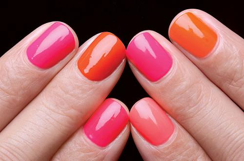 Маникюр яркий на коротких ногтях (фото)