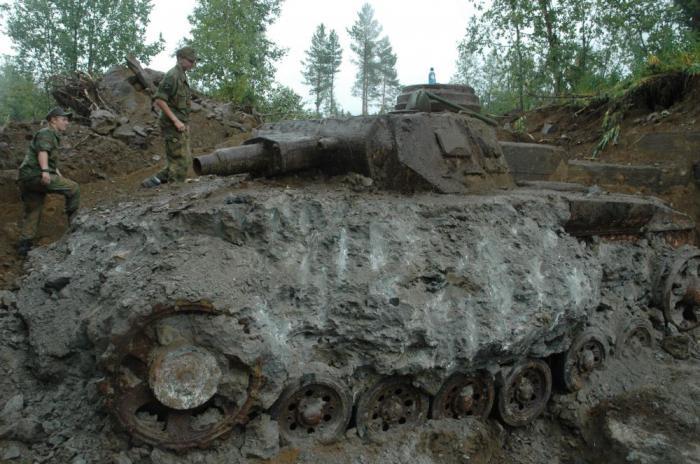 Раскопки великой отечественной войны. раскопки танков велико.