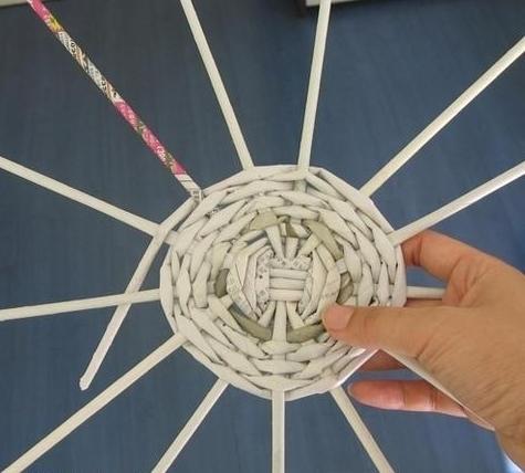 плетение из газет дно
