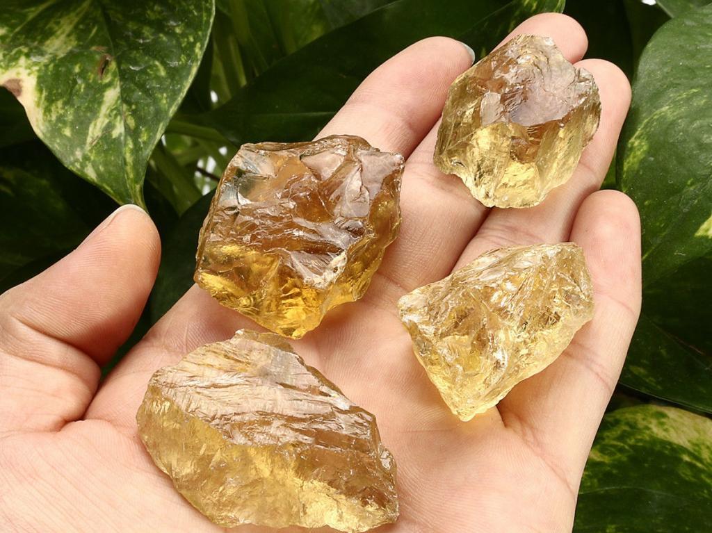 Фото необработанных драгоценных камней