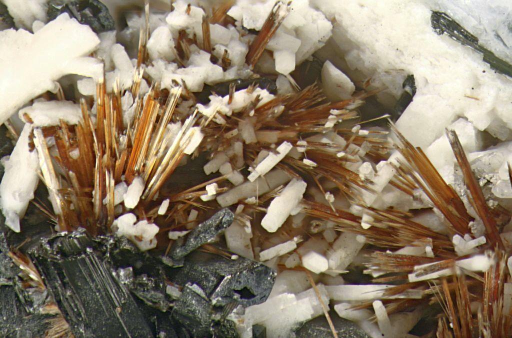 Камень астрофиллит: описание, нахождение в природе