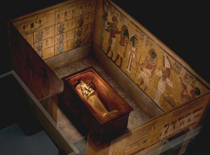 Гробница мумии с маской