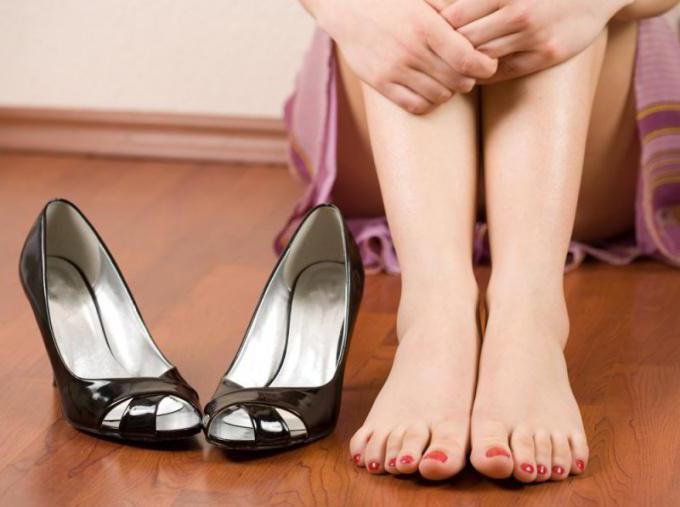 как разносить новую обувь в домашних условиях