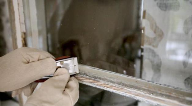 чем покрасить окна деревянные