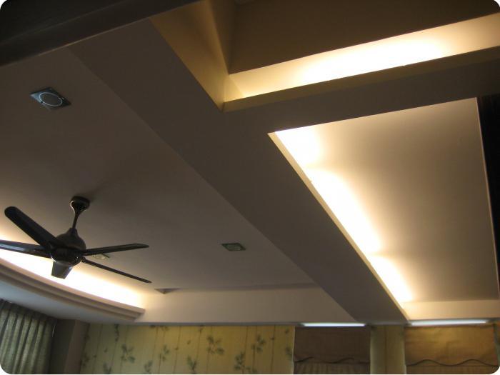примеры оформления потолков из гипсокартона в зале
