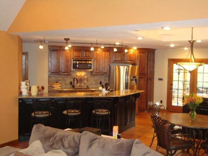 Дизайн кухни и гостиной вместе.