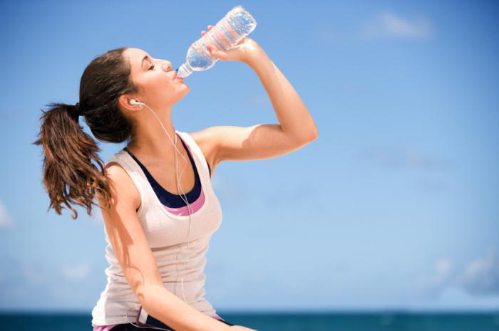 как правильно пить воду в течение дня по малышевой
