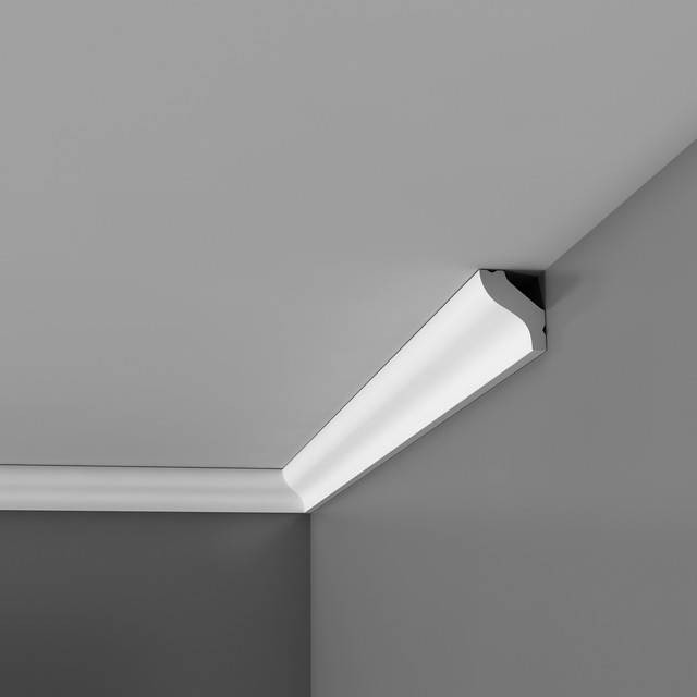 как приклеить потолочный плинтус к натяжному потолку в углах