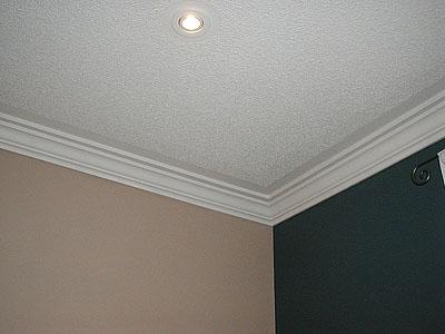 как приклеить потолочный плинтус к натяжному потолку шпаклевкой