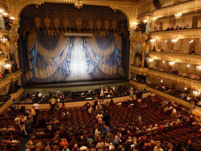 Мариинский театр входит в