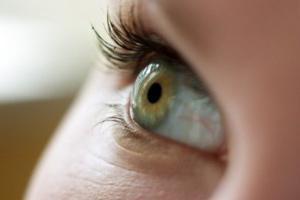 роговица глаза поражается при нехватке витамина е