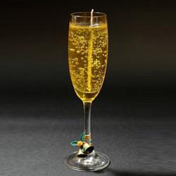 в виде фужера с шампанским