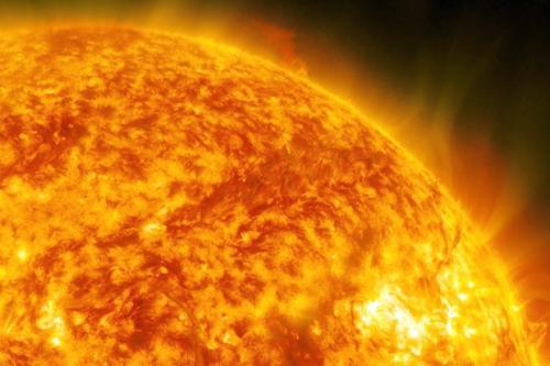 поверхности у Солнца нет.