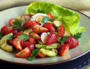 Салат с огурцами свежими