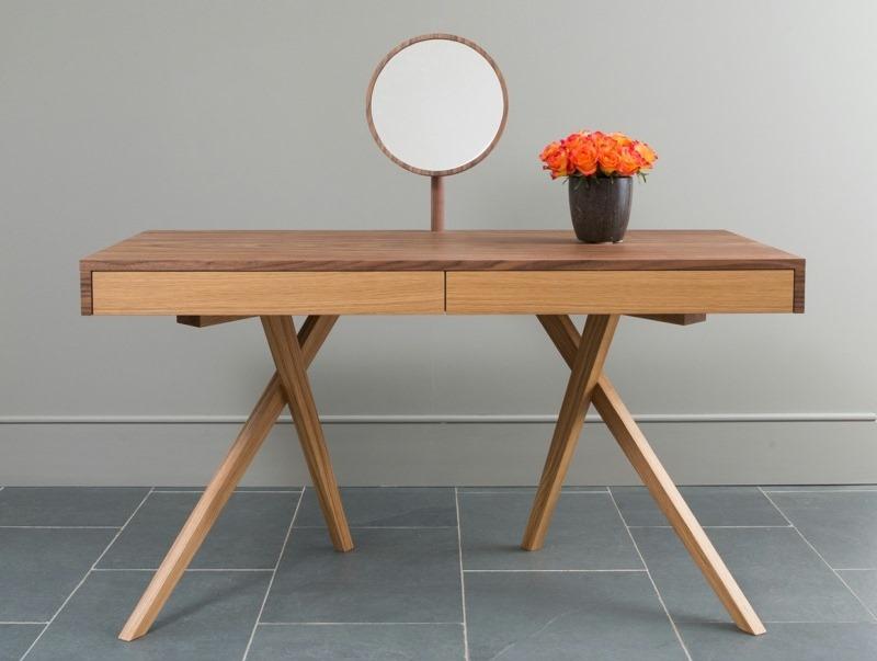 Hi-tech dressing table