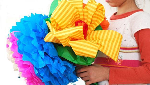 большой объёмный цветок из бумаги