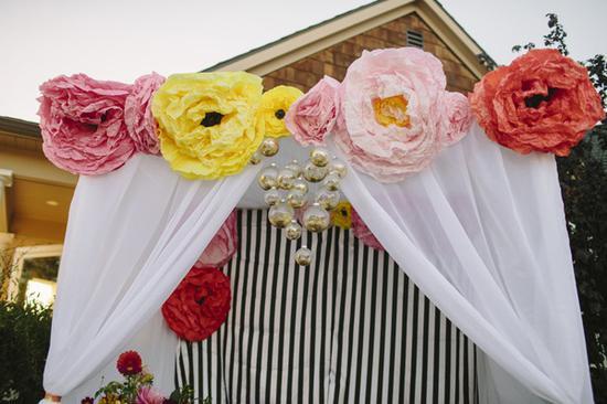 Цветы из гофрированной бумаги большие своими руками