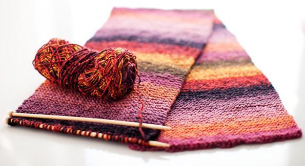 Связать шарф на спицах простой вязкой