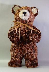 большой медведь из шишек