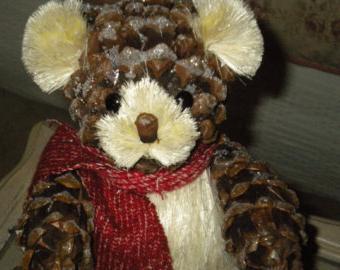 медведь из шишек фото