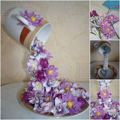 парящая чашка с цветами фото