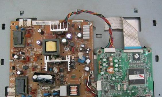 монитор включается на 2 секунды и гаснет samsung