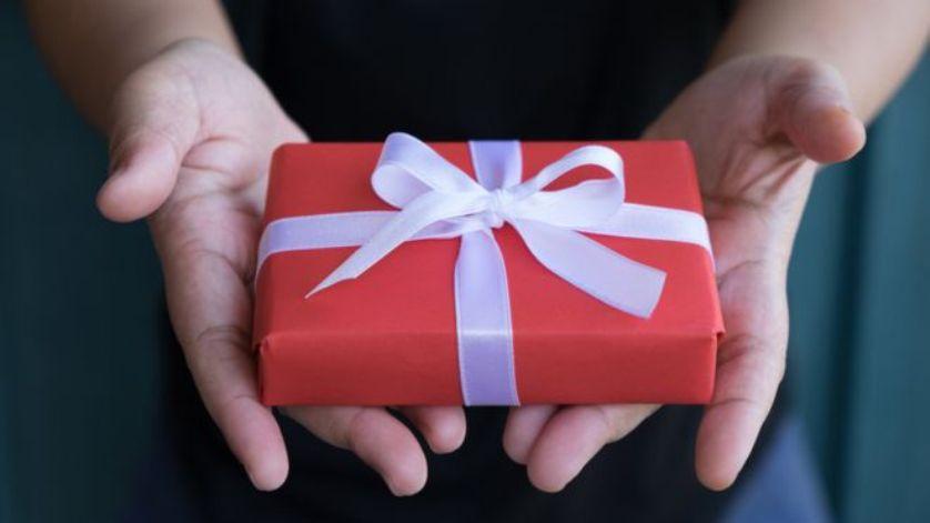 Подарок солидному мужчине: идеи оригинального презента