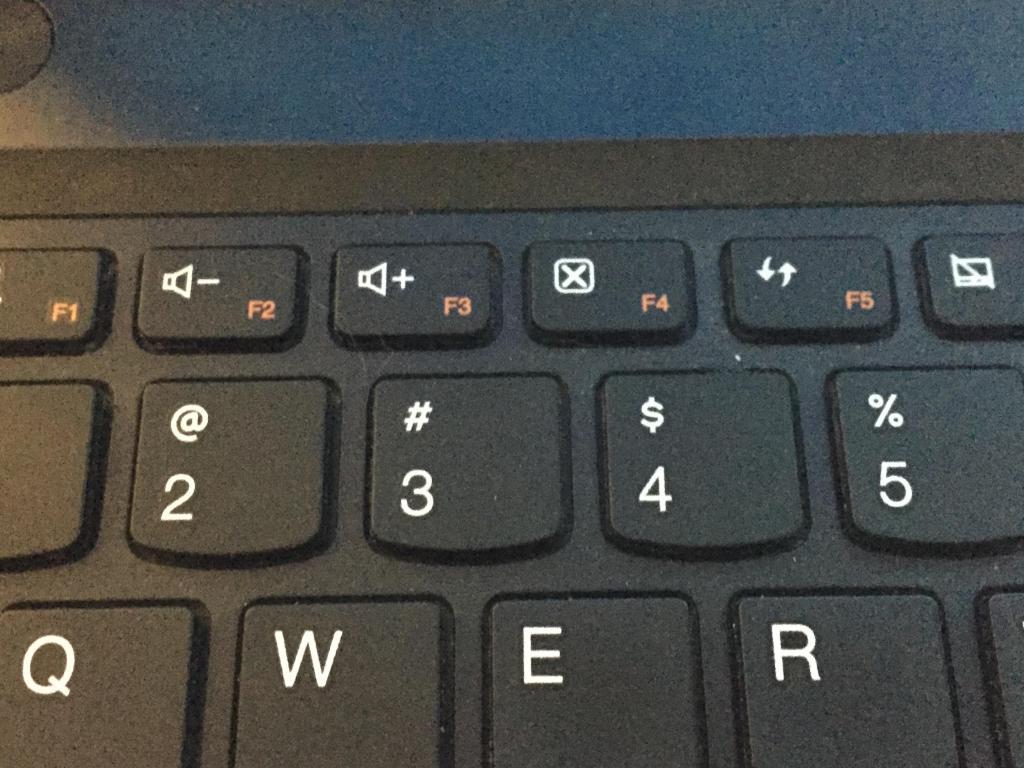 Клаивши увеличения громкости на ноутбуке