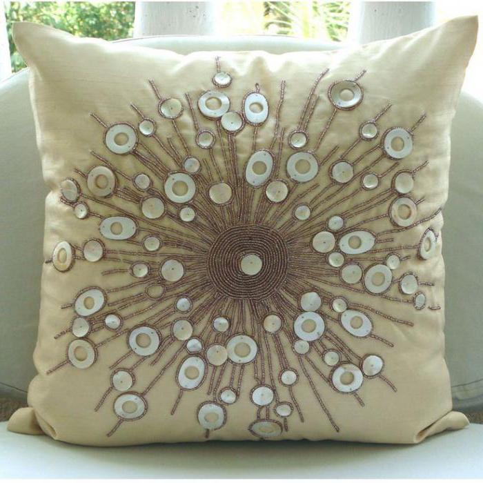 декоративная шелковая подушка