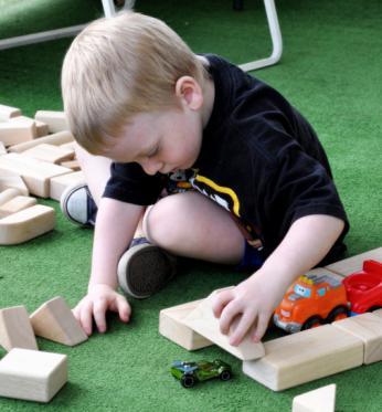 Чем занять детей дома: полезные советы и увлекательные идеи